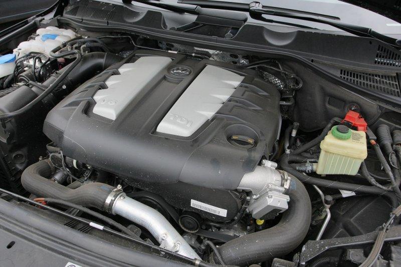 пластмасова облицовка на двигателя