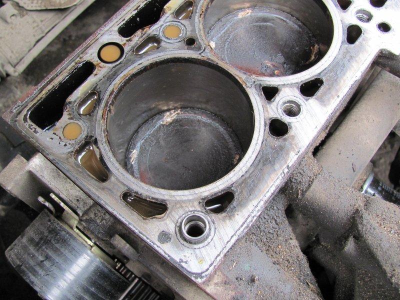чужди звуци в двигателя